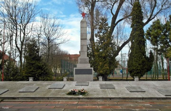 Pomnik ku czci bohaterów Armii Radzieckiej  w Tczewie fot. Yanek fotopolska.eu