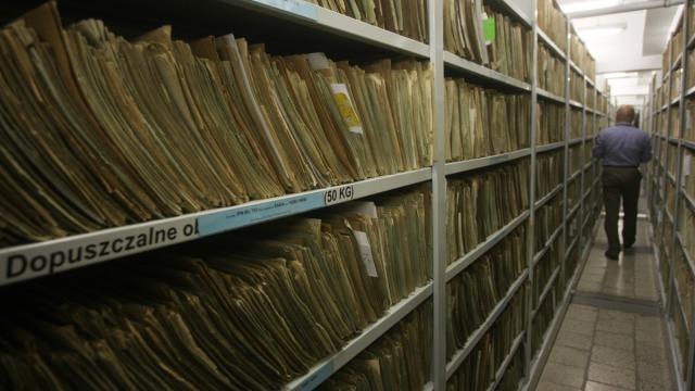 W archiwum IPN jest prawie 91 km akt fot. Michał Dyjuk  ReporterEastNews.